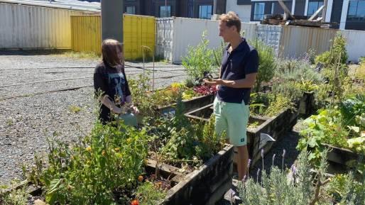 Floris meets a member at Daldy Street Community Garden