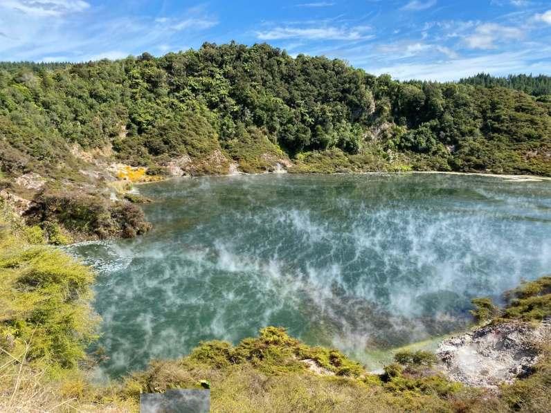 Warm water lake in de volcanic valley