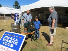 4_H Small Engine club, small expert expounding