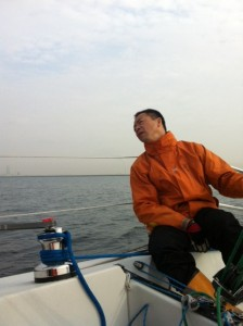 Yokoo sailing Osaka bay on Roschana