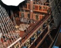 Dettagliodella murata con l'argano - Detail of the bulwark and windlass