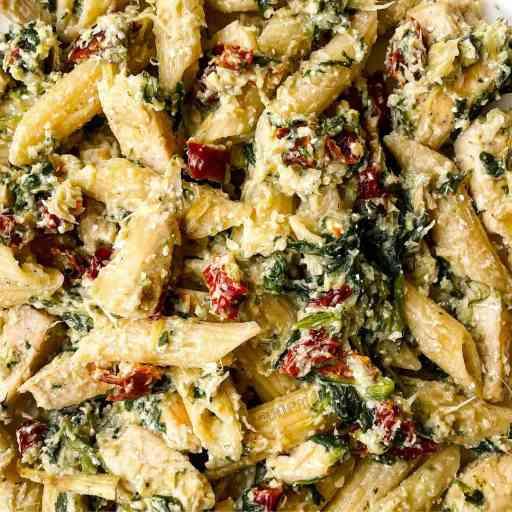 recette healthy de pâtes aux artichauts, poulet et tomates séchées sans crème et sans matière grasse