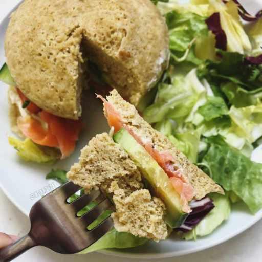 recette healthy de bowlcake salé avec du saumon fumé et ricotta