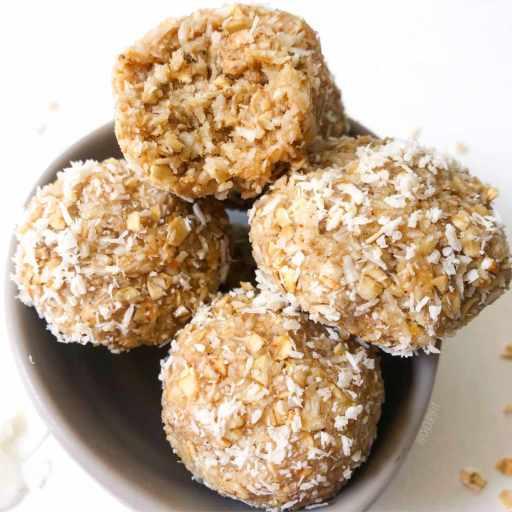 recette vegan et rapide energy ball à la noix de coco et flocons d'avoine sans datte