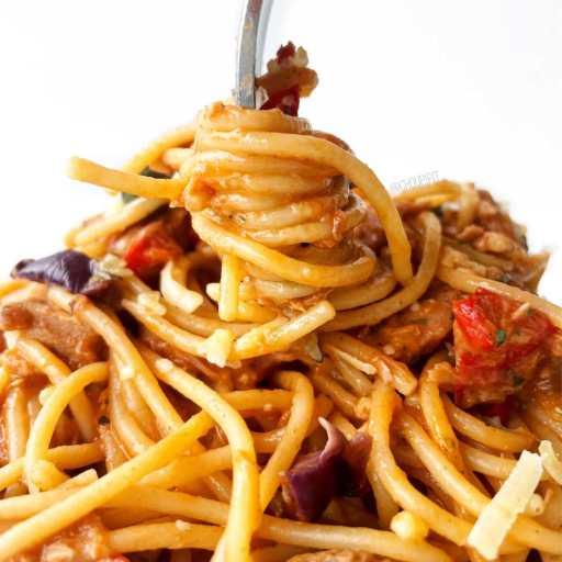 recette healthy et rapide de one pot pasta au thon avec sauce tomate et olives