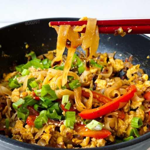 recette healthy et chinoise de nouilles sautées végétariennes aux oignons et aux oeufs