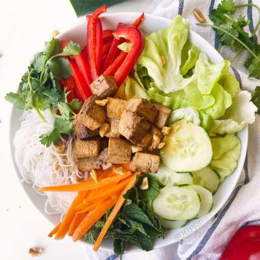 recette healthy et végétarienne de salade de vermicelles de riz sans gluten et sans lactose