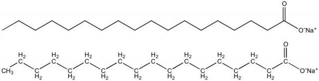 Dua gambar ekuivalen dari struktur kimia natrium stearat, sabun khas untuk mencuci tangan di rumah
