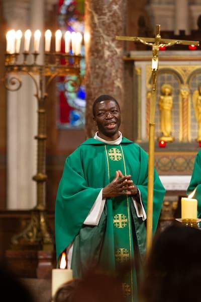 Père Léandre MBAYDEYO à Saint Ambroise