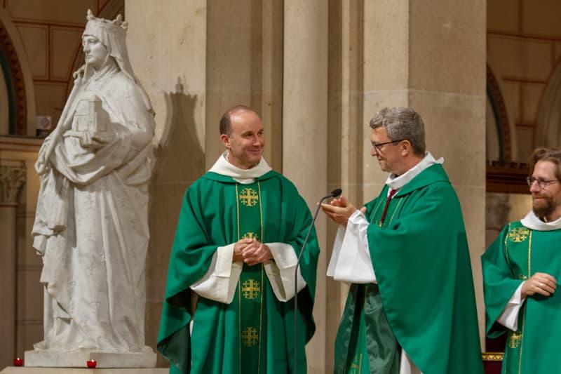 Installation du Père Pascal Nègre en 2020 avec Mgr de Sinety