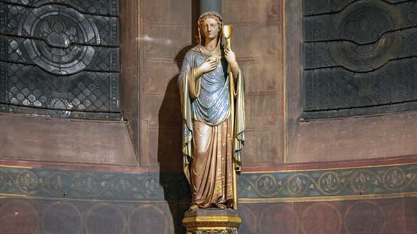 Statue de la Sainte Genevieve dans l'église Saint-Ambroise