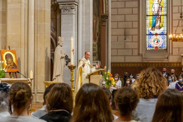 célébration messe Père Pascal Nègre
