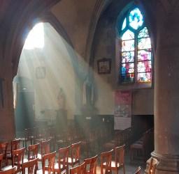 un beau rayon de soleil vient éclairer saint Joseph et sainte Thérèse
