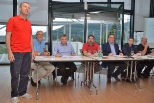 Le Ski Club Vallées et Montagnes de Saint-Dié-des-Vosges compte actuellement 241 licenciés et est présidé par Thierry Gaire (debout à gauche sur la photo)