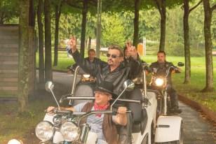 Johnny Autoportrait est arrivé à l'Espace François-Mitterrand entouré d'une escorte de motards.