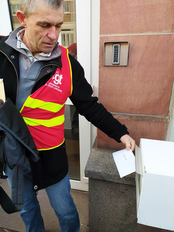 Gérard Coinchelin a déposé la lettre ouverte dans la boîte aux lettres situé derrière l'Hôtel de Ville