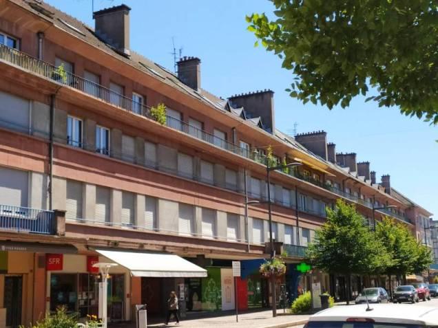 Les immeubles de la rue Thiers sont emblématiques de l'architecture de la seconde reconstruction de la ville.