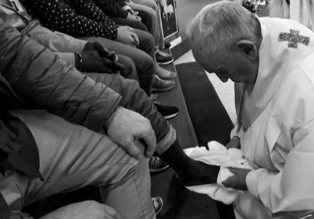 La pape François lave les pieds aux détenus de la prison de Velletri-18avril2019-3