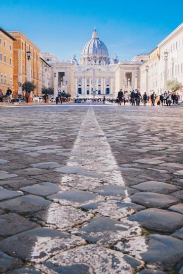 La basilique Saint-Pierre, Rome, Cité du Vatican- Photo by CALIN STAN on Unsplash