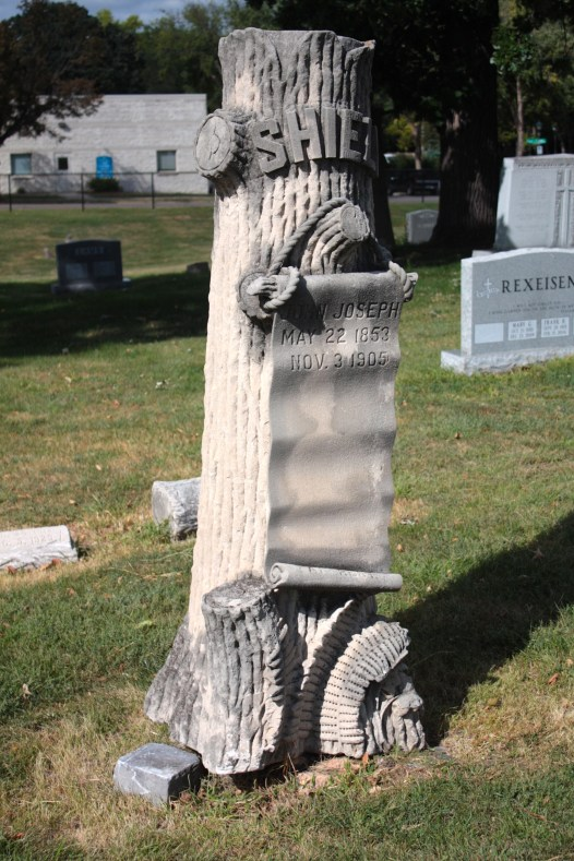 This grave marker most likely was provided by Woodmen of the World, an Omaha-based fraternal life insurance company. From the late 1800s until about 1930, Woodmen of the World policy holders received grave markers as a part of their benefits.