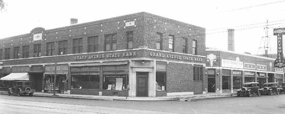 The Grand Avenue State Bank and behind it, Berry Chevrolet, circa 1930. Today this is Victoria Crossing North. Courtesy Minnesota Historical Society.