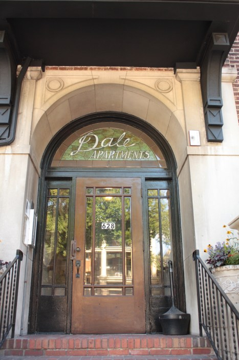 The entrance to the Dale Apartments, 628 Grand. In December 1933 and January 1934 the Baker-Karpis Gang planned the kidnapping of Edward Bremer here****.