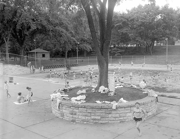 In 1962 a good sized tree grew in the middle of the stone planter. St. Paul Pioneer Press Dispatch photo courtesy of the Minnesota Historical Society.
