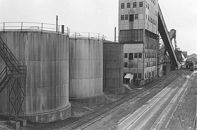 Several of the structures at Koppers Coke in April 1978, about a year before they were torn down.