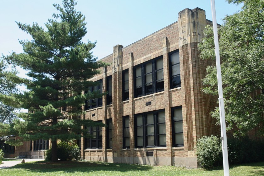 The original Chelsea Heights building and Horace Mann Elementary in Highland Park, also a Wigington design, are nearly identical.