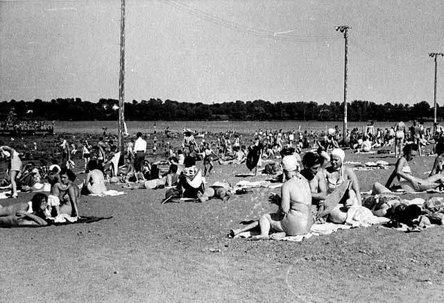 Phalen Beach was crowded in the summer of 1946. Courtesy of Minnesota Historical Society
