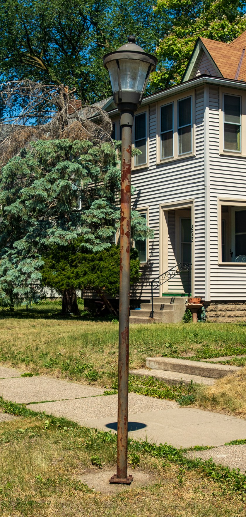 The 860 block of Iglehart Avenue West has a couple of these old street lamps, which are significantly shorter and thinner than street lamps elsewhere in Saint Paul.