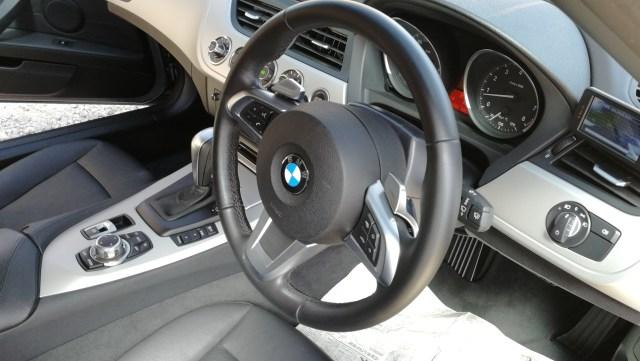 BMW Z4 ステアリング擦れ・傷補修後