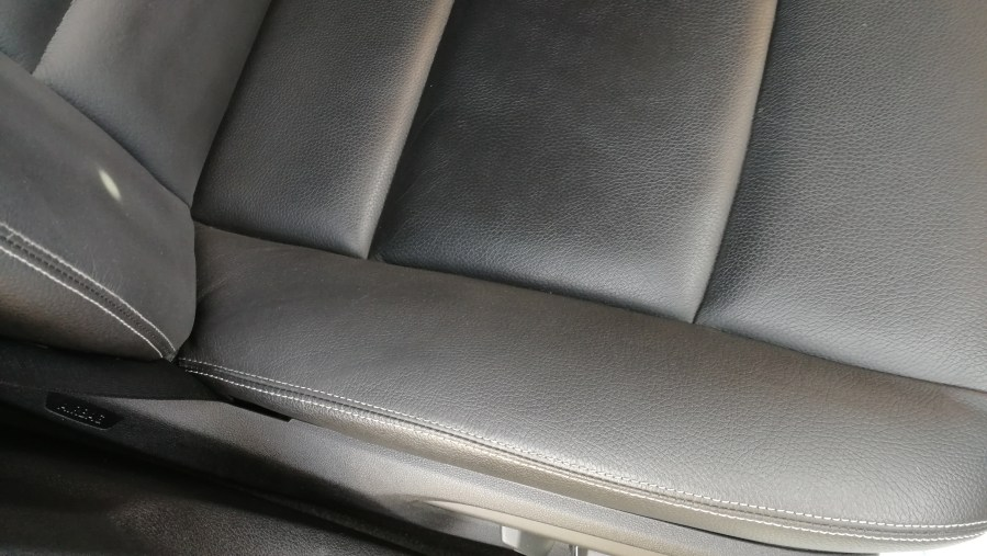 BMW523iツーリング 運転席レザーシートリペア後