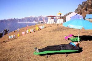 HNC students rest during the trek. (Natalie Sammarco)