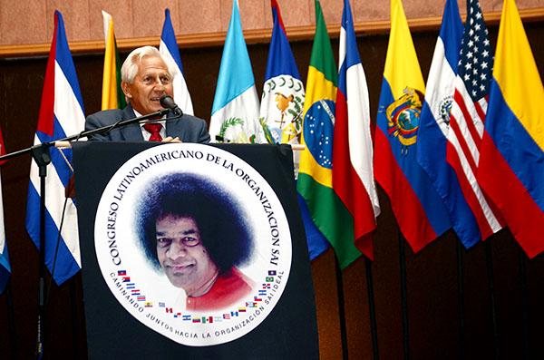 Z2A Mexico Leonardo Gutter addressing the audience LATAM Congress Photo 11