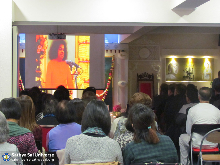 Devotees watching Swami's discourse