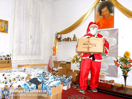 Volunteer dressed as Santa Claus in Rosario, Argentina
