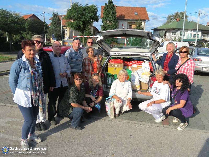 Croatian volunteers bringing humanitarian aid to the Letovanic village II 18.10.14