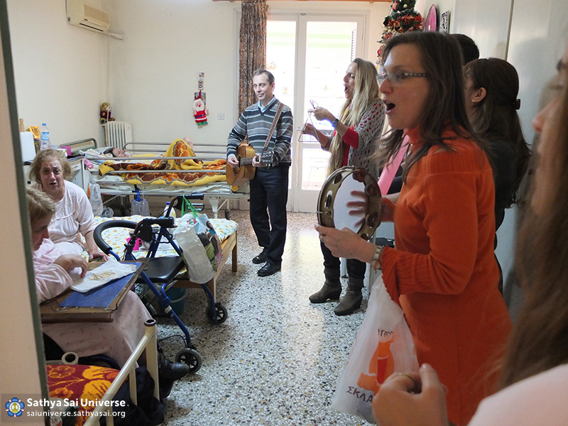 Z6 Greece  Visitng patients at the rehabilitiation centre