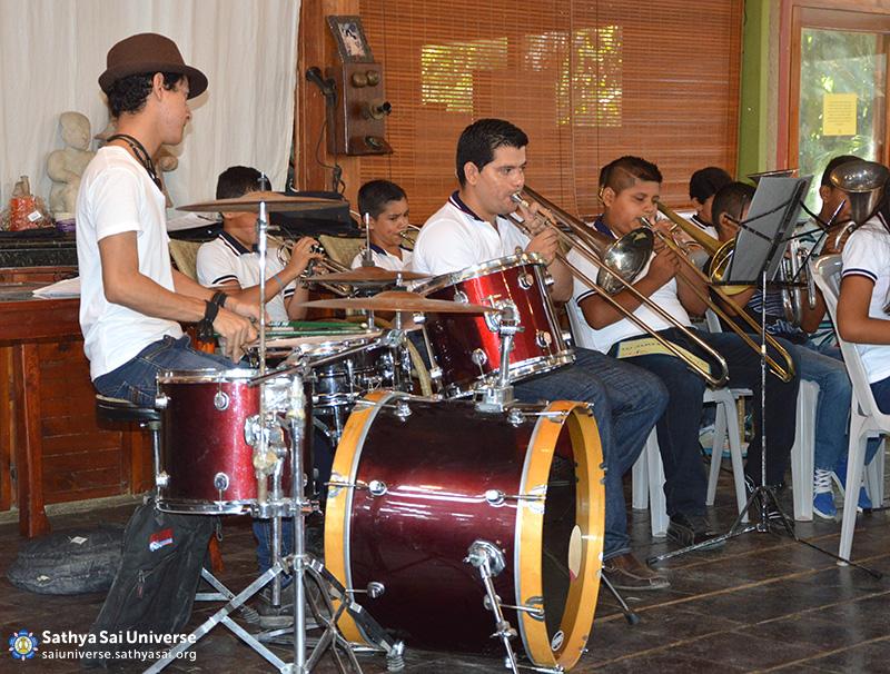 Bahia's Sathya Sai School Orchestra