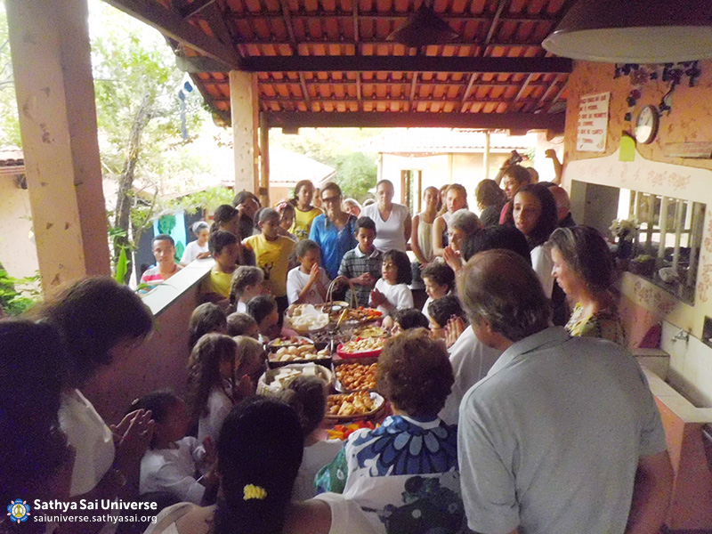 Brazi l- Sathya Sai School of Minas Gerais - Food prayers
