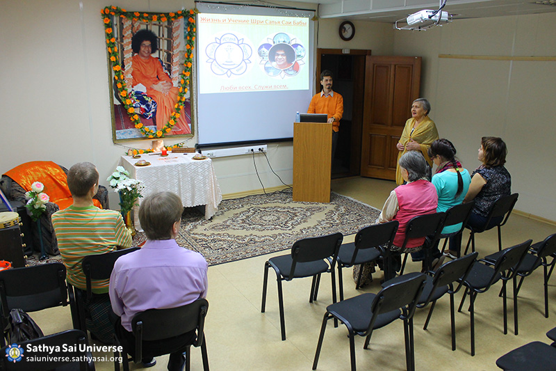 2015-11-07-8Z-Russian-region 7-meeting with the public (3)