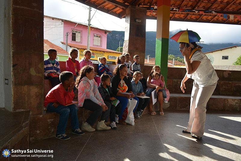 Z2B-Brazil-2015-06-Northeast Committee - Volunteers Working with the Children
