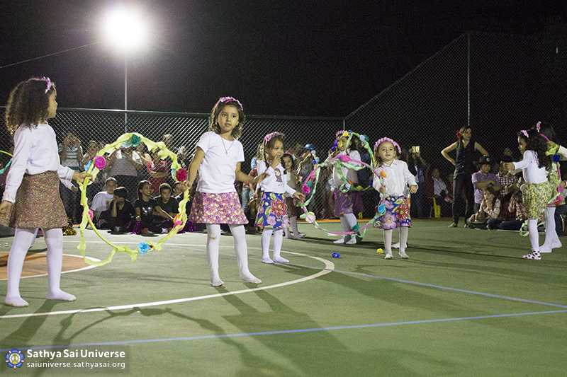 Z2B-Brazill-2015-07-Opening SportCourt - Dance performance of students (14)