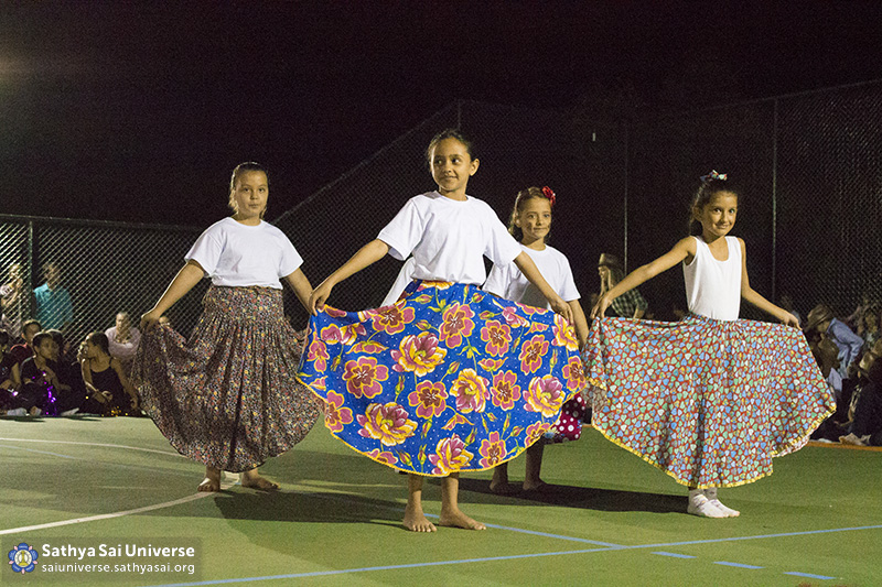 Z2B-Brazill-2015-07-Opening SportCourt - Dance performance of students (5)