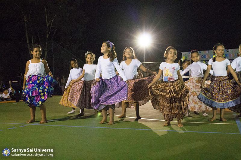 Z2B-Brazill-2015-07-Opening SportCourt - Dance performance of students (7)