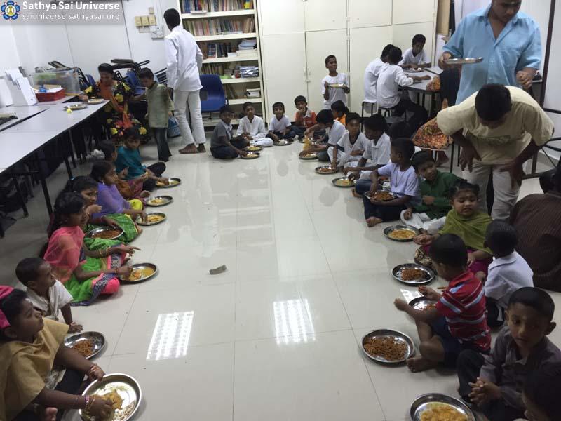 Malaysia 2016 Aradhana Mahotsavam Feeding of children copy