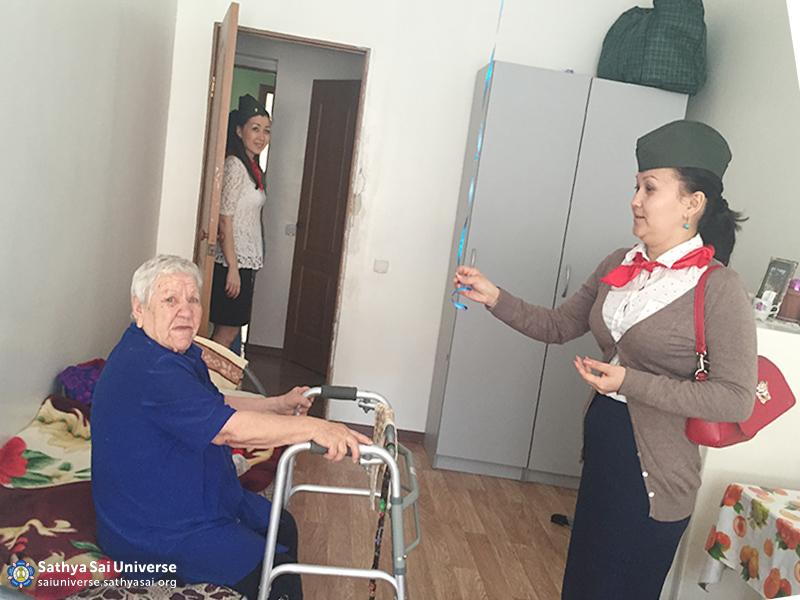 2016-05-09-z8-kazakhstan-visiting-nursing-homes-chat-with-veterans-3