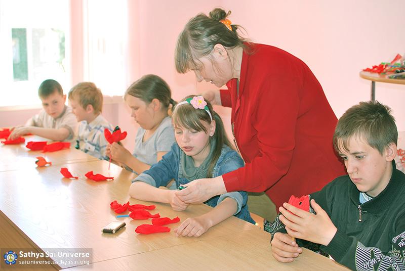 2016-05-26-31-z8-russia-interregional-medical-volunteer-camp-creative-workshop-for-children-childrens-center