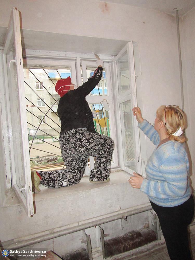 2016-06-04-z8-russia-ural-region-regional-sai-volunteer-camp-window-painting